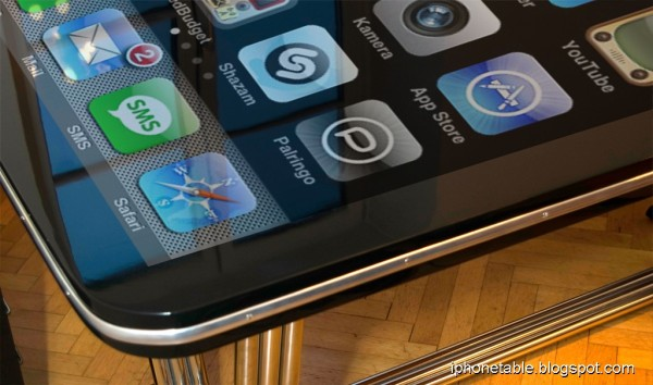 "phonetable 03 600x354 - Une table iPhone de 58""!"