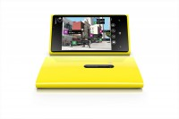 1200 nokia lumia 920 yellow portrait 200x133 - Nokia Lumia 820, Lumia 920 et accessoires en résumé