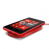 700 nokia wireless charging plate dt 900 with nokia lumia 820 200x200 - Nokia Lumia 820, Lumia 920 et accessoires en résumé