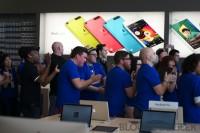 IMG 8200 imp 200x133 - Ouverture du Apple Store du Quartier Dix-30