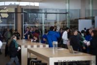 IMG 8212 imp 200x133 - Ouverture du Apple Store du Quartier Dix-30